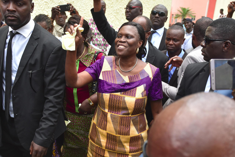 Simone Gbagbo, près de son domicile après sa libération, à Abidjan en Côte d'Ivoire, le 8 août 2018.