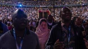 Rassemblement de fidèles au stade FNB de Soweto le 31 décembre 2019, lors d'un rassemblement organisé par le pasteur controversé Shepherd Bushiri.
