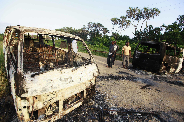 La route entre Lamu et Mpeketoni après l'attaque du 16 juin 2014.