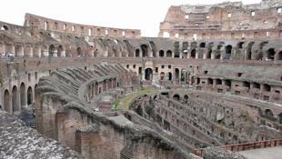 Maglré des alertes à répétition, l'Etat n'a pas d'argent pour réparer les outrages du temps du Colisée.