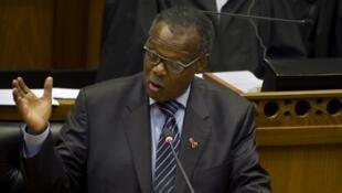 Mangosuthu Buthelezi durant un débat au Parlement sur la motion de défiance contre le président Jacob Zuma, le 10 novembre 2016, au Cap.