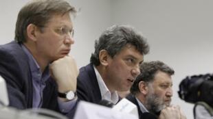 Члены оргкомитета Владимир Рыжков, Борис Немцов и Сергей Пархоменко на пресс-конференции в Москве 03/02/2012