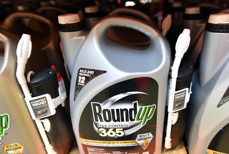 Thuốc diệt cỏ Roundup của Monsanto.