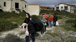 Refugiados afegãos tentam entrar na Europa passando pela cidade de Cesme, na província de Izmir na Turquia embarcando para a ilha grega de Chios, 06 de março de 2016.