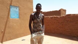 Mamadou, jeune Malien, espère bientôt traverser le désert et aller en Europe.