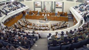Le Parlement koweïtien a voté une loi imposant le fichage ADN à l'ensemble de la population vivant sur son territoire.