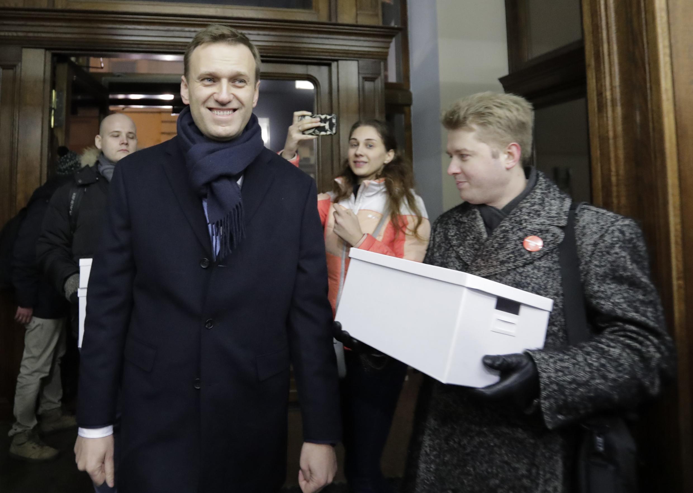 Nhà đối lập Nga Alexei Navalny lúc đến ghi danh ứng viên tổng thống tại Ủy ban bầu cử trung ương, Matxcơva, ngày 24/12/2017.