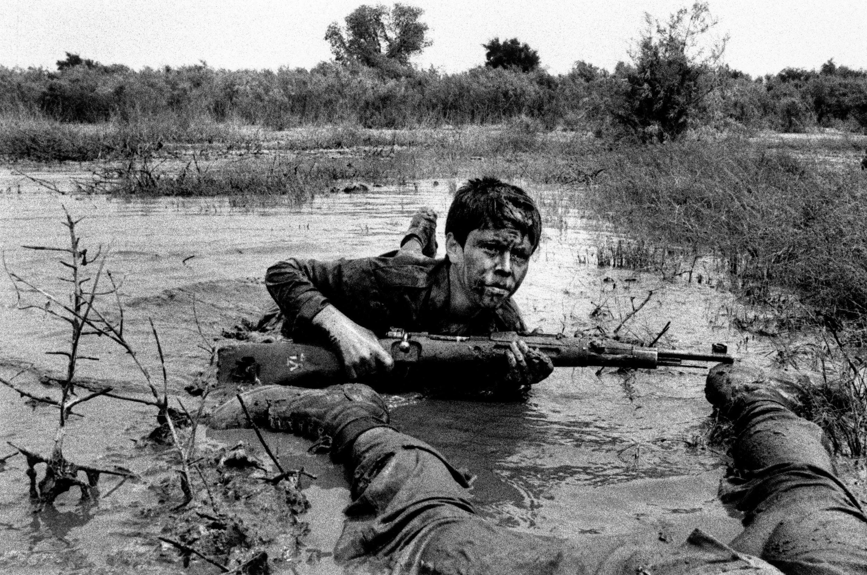 حسن جنگچو، نوجوان ایرانی در جنگ ایران و عراق، سال 1984، عکاس: آلفرد یعقوب زاده