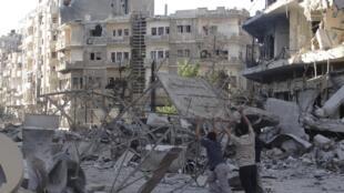 """در حملات ارتش هوایی سوریه در """"حمص""""، مناطق متعددی بمباران شدهاند."""