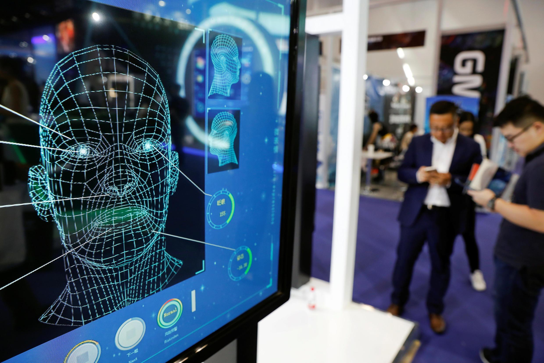 Khách tham quan triển lãm Hội nghị Internet di động toàn cầu (Global Mobile Internet Conference - GMIC), Bắc Kinh, Trung Quốc, ngày 27/04/2018
