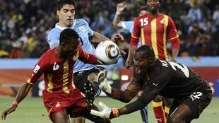 Uruguay beat Ghana and make it to semis against Holland