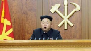 El líder norcoreano Kim Jong-Un en su mensaje de Año Nuevo, este primero de enero de 2015.