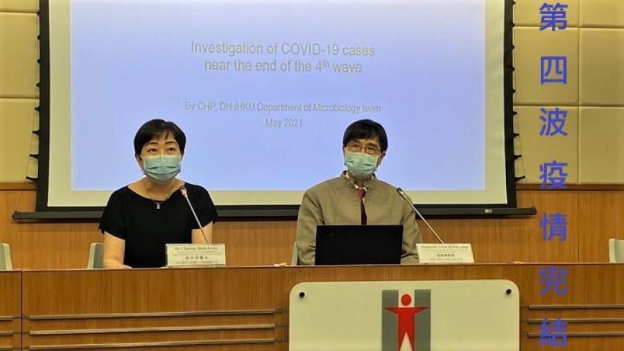袁國勇(右)表示香港第4波疫情完結