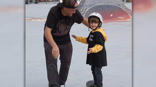 4 year old Eliot learns to skate with Peter Karvonen of the A.skate Foundation