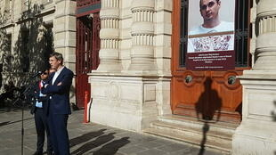 Франсуа Крокет, посол Франции по правам человека, во время акции в поддержку Олега Сенцова перед мэрией 4 округа Парижа. 30.07.2018