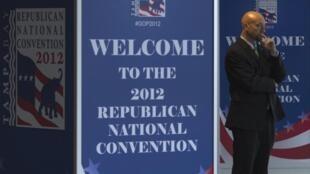 Segurança na entrada da Convenção Republicana na Flórida.