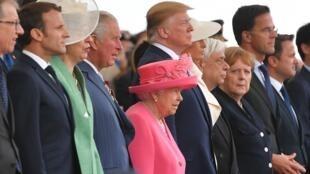 """آنگلا مرکل، صدراعظم آلمان که کشورش هفتاد و پنج سال پیش علیۀ متفقین در جنگ بود، در مراسم هفتاد و پنجمین سالگرد اعزام نیرو به نُرماندی که در شهر بندری """"پورتسموث"""" در جنوب انگلستان برگزار شد شرکت کرد. چهارشنبه ١۵ خرداد/ ۵ ژوئن ٢٠۱٩"""