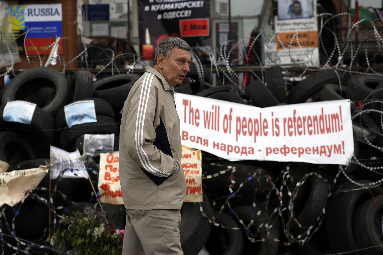 Cartaz defende o referendo em Donetsk.