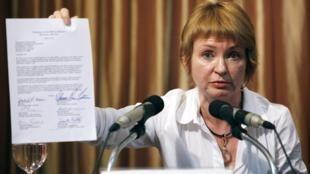 Alla Bout, l'épouse de Viktor Bout, lors de la conférence de presse ou elle a lu le communiqué de son mari, le 27 août 2010