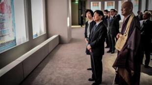 En visite en France pour marquer les 160 ans des bonnes relations diplomatiques entre la France et le Japon, le Prince Naruhito est au Petit Palais pour l'exposition «Jakûchu, le Royaume coloré des êtres vivants», le 13 septembre 2018.