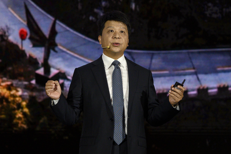 Guo Ping, presidente de turno de Huawei, habla durante un foro tecnológico en la sede central del grupo chino, el 18 de mayo de 2020 en Shenzhen, al sur de China