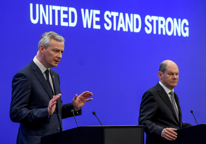 Bộ trưởng Tài Chính Pháp Bruno le Maire (T) phát biểu tại cuộc họp ở Sofia, Bulgari, ngày 28/04/2018
