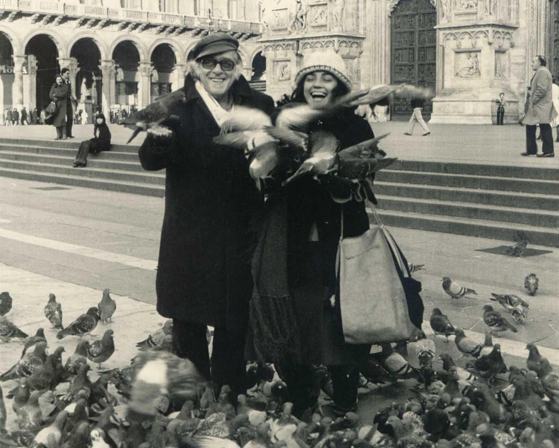 Vinícius de Moraes em Milão, na Itália, no inverno europeu de 1975-76.