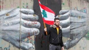 2021-04-10T130825Z_1211311133_RC21TM91UBDI_RTRMADP_3_LEBANON-CRISIS-PROTESTS
