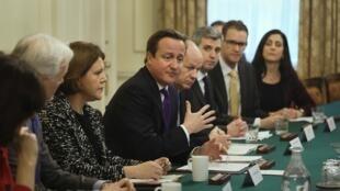 Дэвид Кэмерон на заседании на Даунинг Стрит. Лондон 18/11/2013