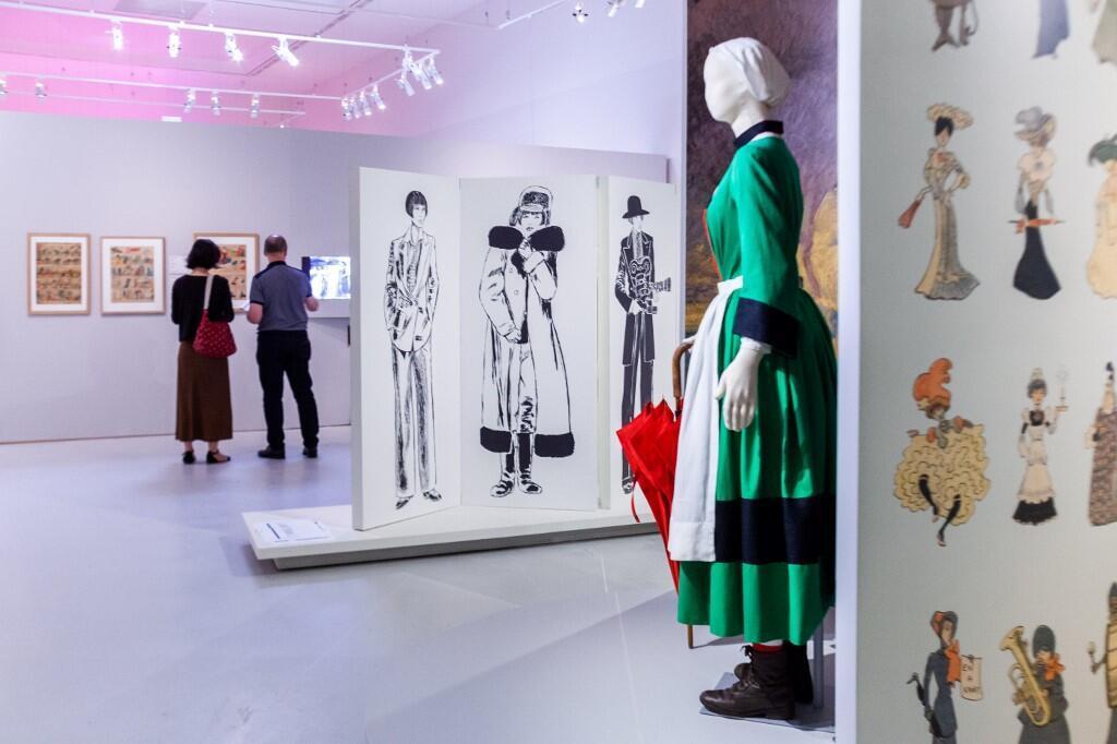 Посетители на вернисаже выставки «Мода и комиксы», которая открывается в Ангулеме 26 июня 2019 года
