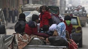 Parmi les victimes du conflit syrien, aux morts et aux blessés s'ajoutent les déplacés et réfugiés en Syrie même, et dans les pays voisins. Alep, le 2 janvier 2013.