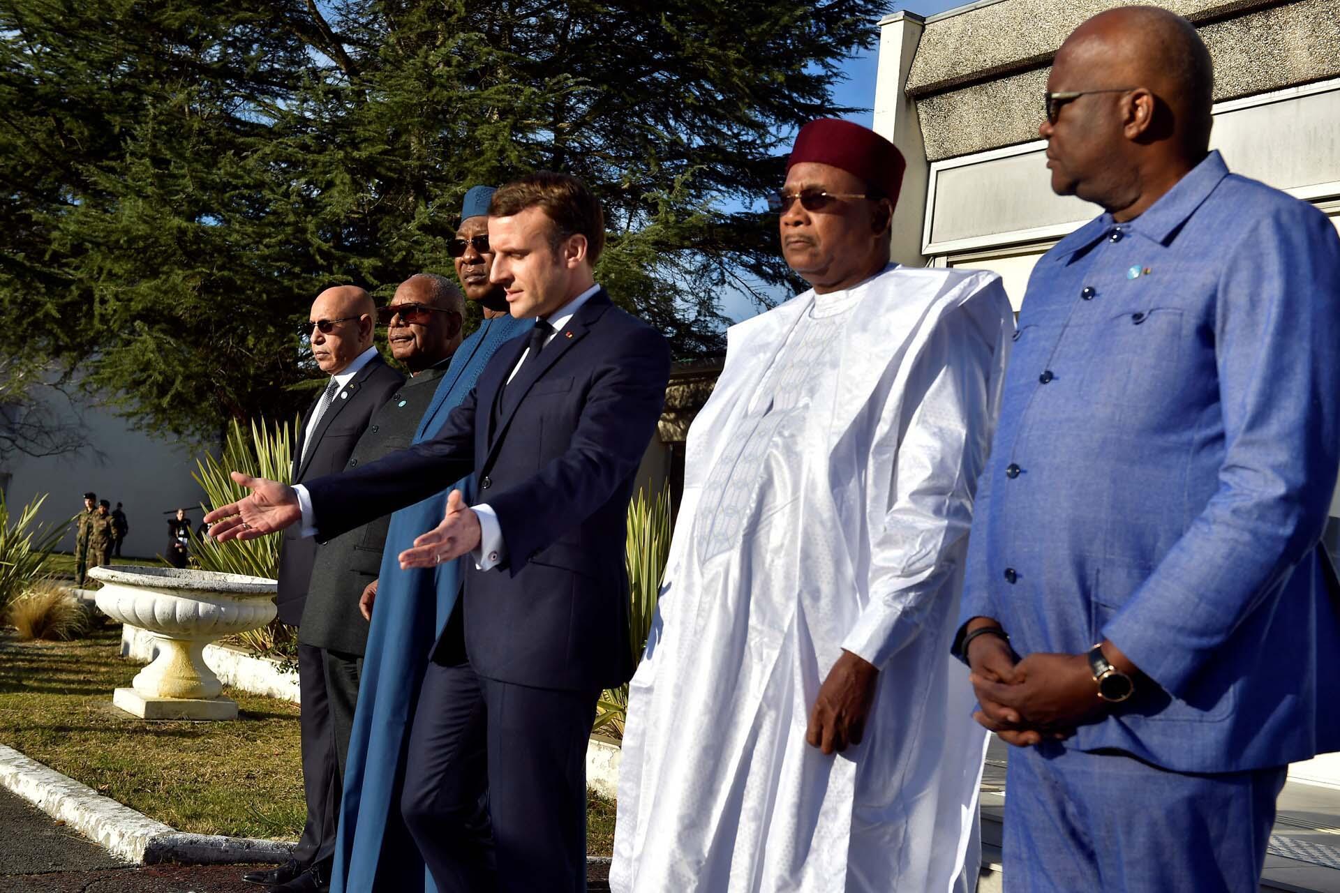 Shugaban Faransa tareda Shugabannin kasashen G5 na Sahel  a garin Pau dake kasar Faransa