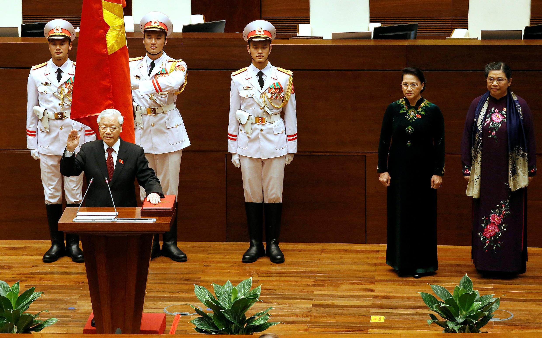 Tổng bí thư đảng Cộng Sản Việt Nam Nguyễn Phú Trọng tuyên thệ sau khi được Quốc Hội bầu làm chủ tịch nước ngày 23/10/2018.