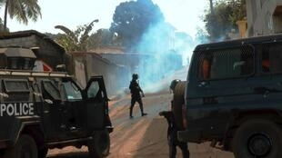 Affrontements dans le quartier de Hamdallaye entre forces de l'ordre et de jeunes manifestants, le 19 février 2020.