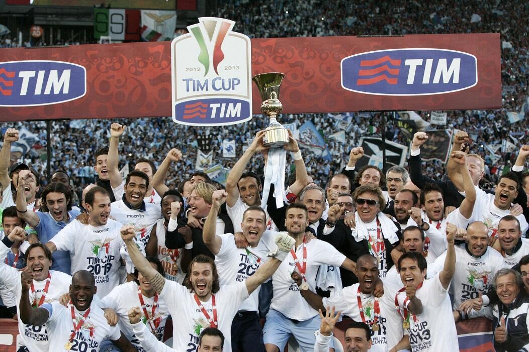 'Yan wasan Lazio na murnar lashe kofin Italiya bayan doke AS Roma da ci 1-0