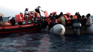 """""""地中海救援""""在利比亚海域搜救船上难民 2018年6月11日"""