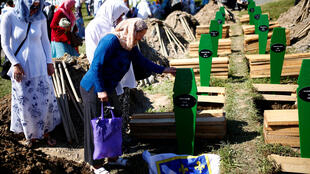 Ana tuna Kisan musulmin Bosnia a Srebrenica