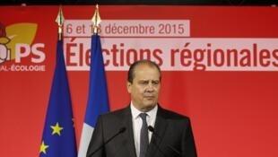 Theo ông Cambadélis, đảng Xã hội rút lui tại các vùng do hai đảng cánh hữu (LR) và cực hữu (FN) dẫn đầu  - MATTHIEU ALEXANDRE / AFP