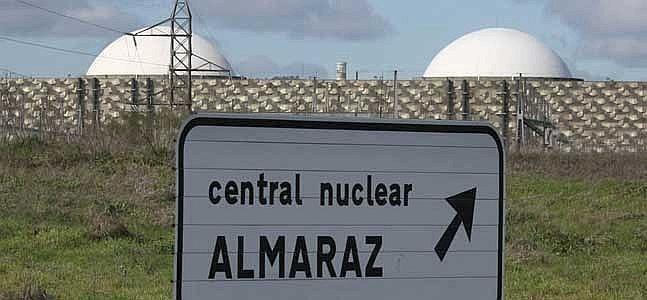 Central nuclear de Almaraz, na Espanha, próxima a Portugal
