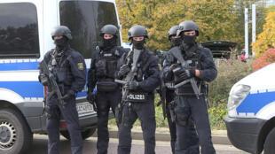 Cảnh sát tại nơi xẩy ra thảm kịch ở Halle, Đông Đức. Ảnh 9/10/2019.