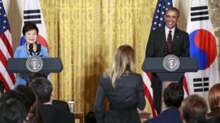 Trong cuộc họp báo chung tại Nhà Trắng (16/10/2015) Tổng thống Mỹ và đồng nhiệm Hàn Quốc kêu gọi Bình Nhưỡng từ bỏ chương trình hạt nhân quân sự.