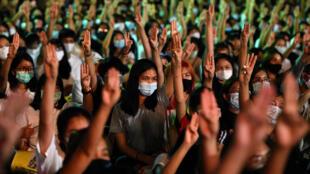 2020-08-10T144235Z_29694322_RC22BI9SXMOT_RTRMADP_3_THAILAND-PROTESTS