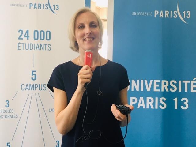 Giám đốc trung tâm Espace Langue - Đại học Paris 13 trả lời phỏng vấn của RFI Việt ngữ, trong buổi lễ trao bằng tiếng Pháp cho người tị nạn, ngày 14/06/2019.