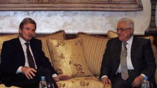 Le ministre des Affaires étrangères français Bernard Kouchner et le président palestinien Mahmoud Abbas, Amman, le 17 novembre 2009.