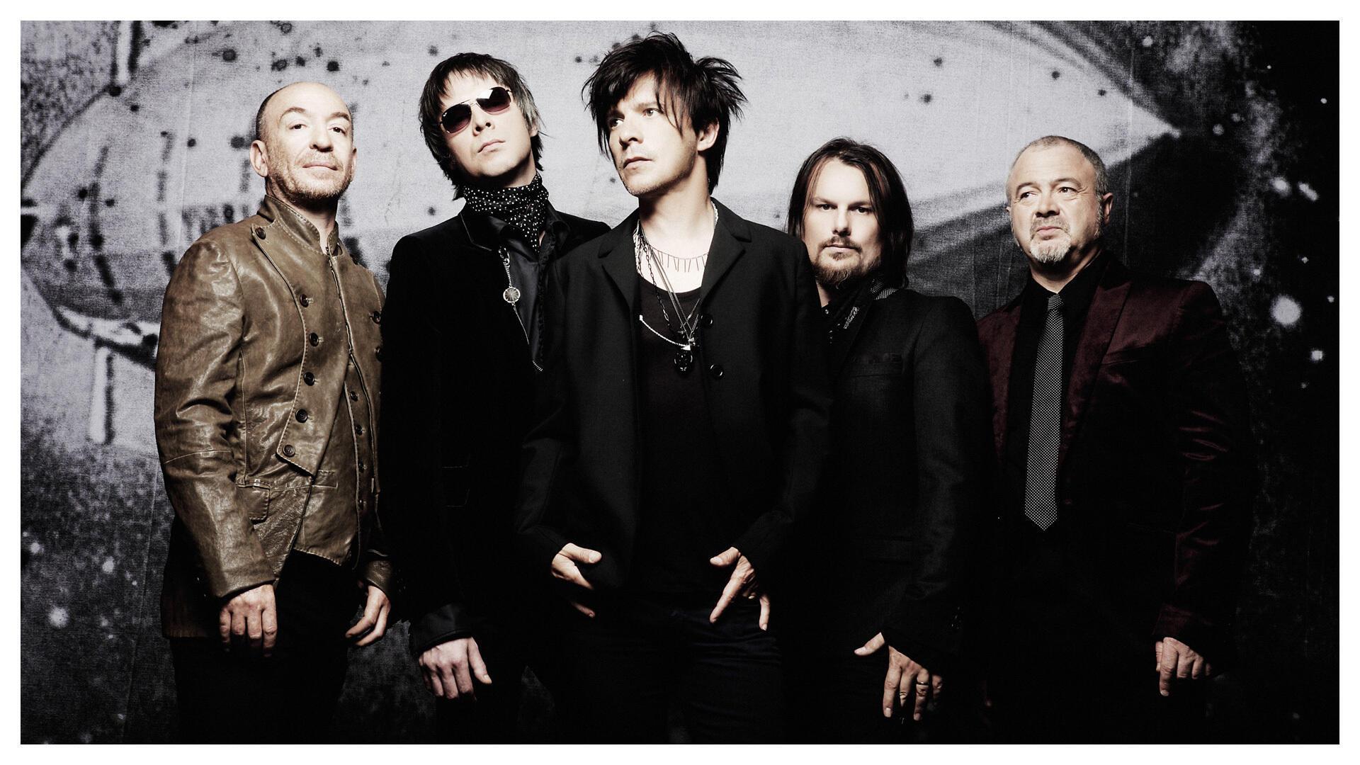 El grupo francés 'Indochine' fue fundado en 1981 por Nicola Sirkis (centro), cantante y líder del equipo.