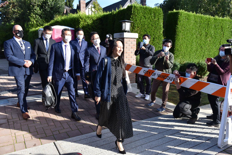 La directora financiera de Huawei, Meng Wanzhou, abandona su casa de Vancouver para asistir a su audiencia de extradición, el 24 de septiembre de 2021 en Vancouver, Canadá