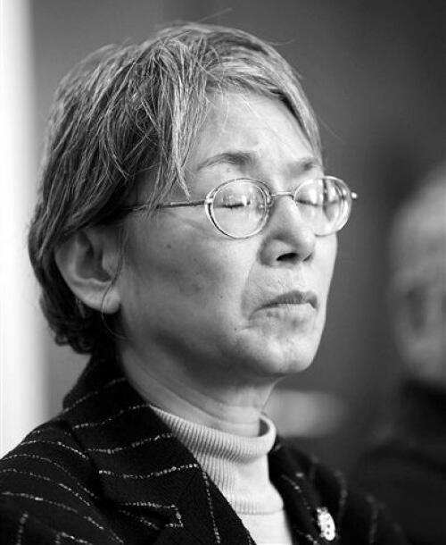 宋彬彬2014年1月12日返回北师大女附中向当年在文革中受到迫害的老师和校领导道歉。