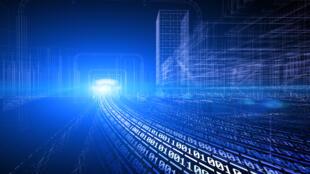 contrairement aux géants de la Tech mondiale qui ont la fâcheuse habitude de garder jalousement des montagnes de données pour leurs seuls profits, tout le monde y compris dans un cadre commercial, doit être en mesure d'accéder, de réutiliser et de redistribuer les données de l'Open Data.