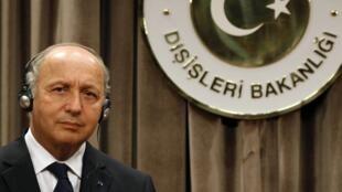 Le ministre des Affaires étrangères français, Laurent Fabius, lors de sa conférence de presse à Ankara, le 17 août 2012.