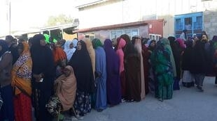 Mulheres aguardam para votar nas presidenciais da Somalilândia a 13 de Novembre de 2017.